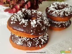 Ciambelline decorate con cioccolato fondente e cocco in scaglie
