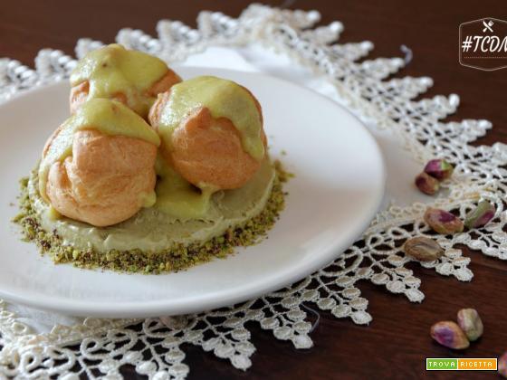 Parfait al pistacchio con bignè alla crema