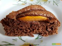 Torta veloce al cacao e olio, con cachi mela