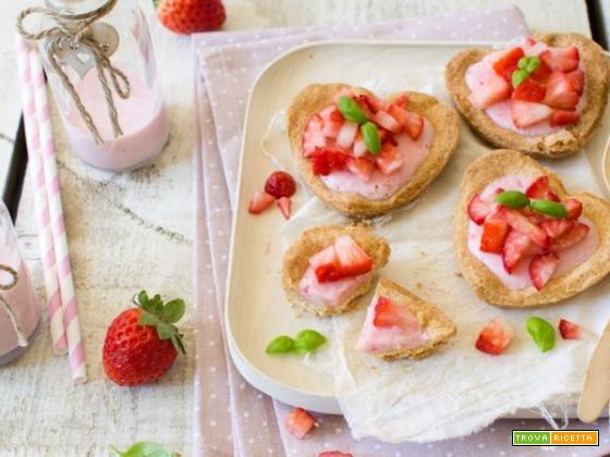 Crostatine allo yogurt e fragole: dolcezza e bontà a forma di cuore