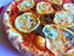 Pizza provola e salame piccante