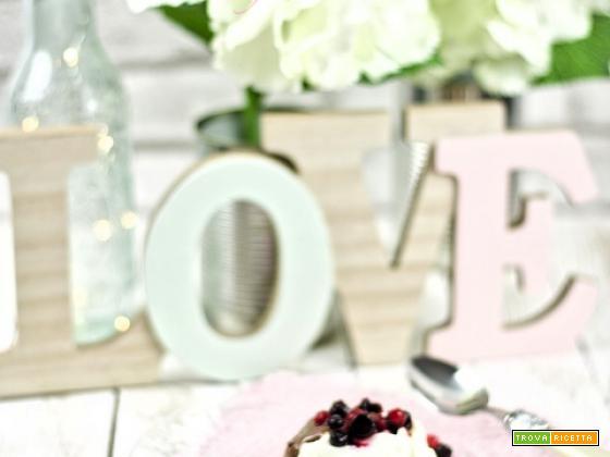 San Valentino...rose di panna cotta ai frutti di bosco e ricoperte di nutella
