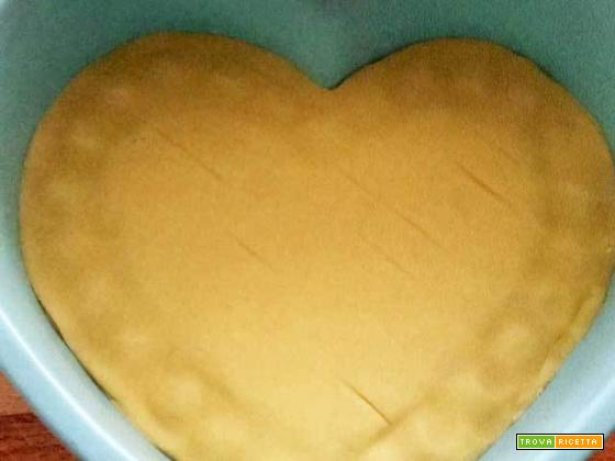 Crostata a cuore con chantilly italiana