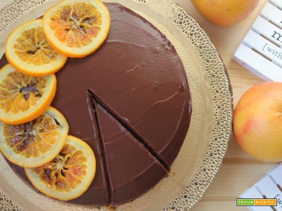 Torta con ganache al cioccolato e marmellata di arance