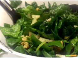 Insalata spinaci, noci e pere