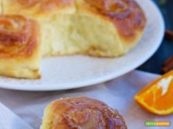 Torta di rose soffice al miele, arancia e cannella