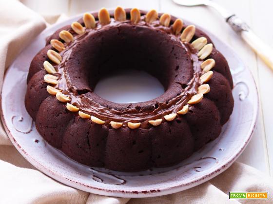 Bundt Cake Vegan con crema di nocciole e arachidi