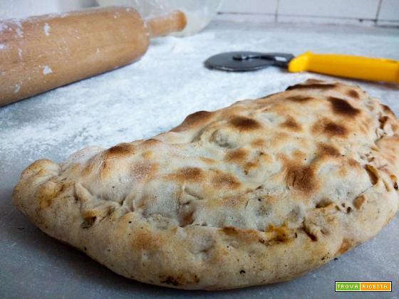 Calzoni pomodoro e mozzarella - Ricetta pugliese