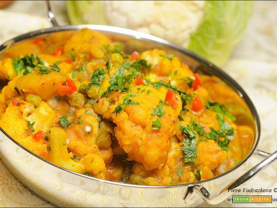 Aloo Gobi – curry di cavolfiore,patate e piselli