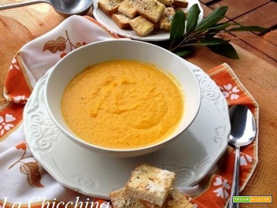 Vellutata di carote con alloro e crostini al parmigiano