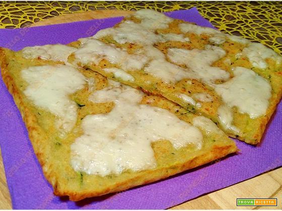 Schiacciata di zucchine e mozzarella senza lievitazione