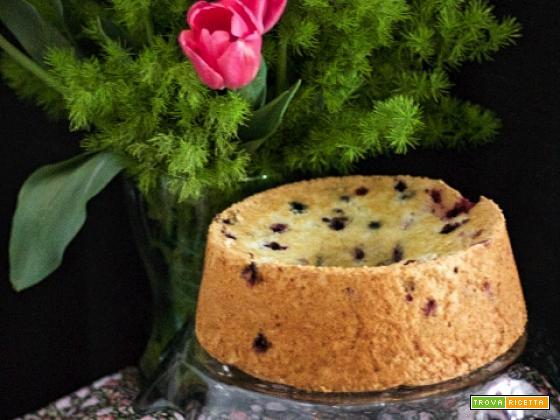 Angel Cake con frutti di bosco e scorzette di arancia