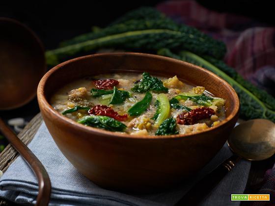 zuppa di pane con verza e funghi