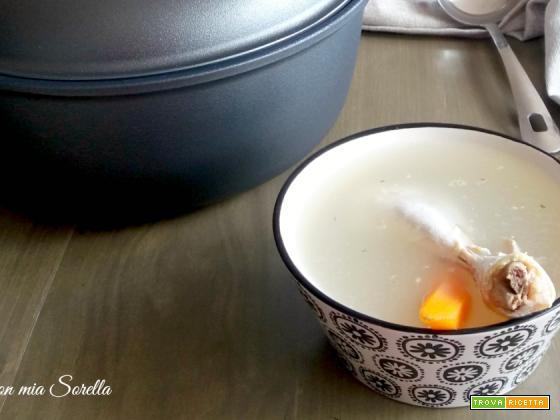 Brodo di pollo leggero – ricetta base