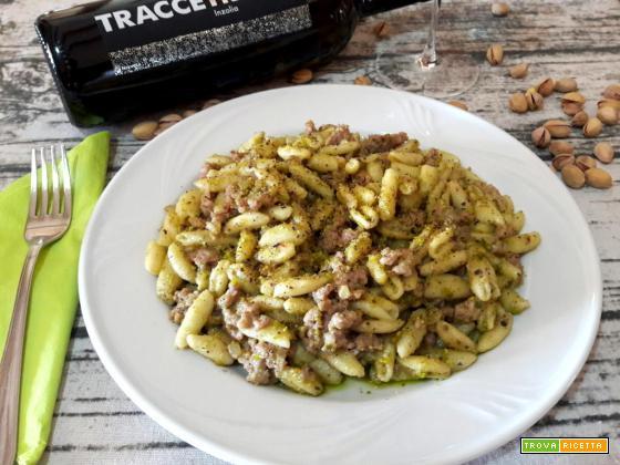 Cavatelli con salsiccia e pesto di pistacchi