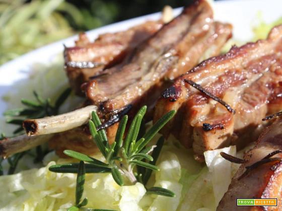 Costine di maiale croccanti in Padella