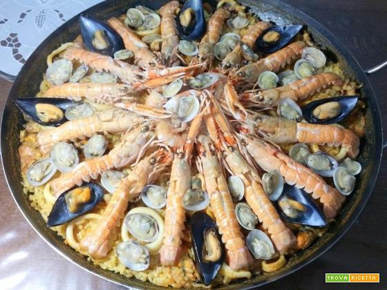 Paella di pesce senza verdure: ricetta spagnola!