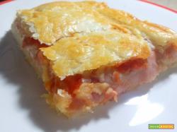 Pizza parigina napoletana con pasta sfoglia_