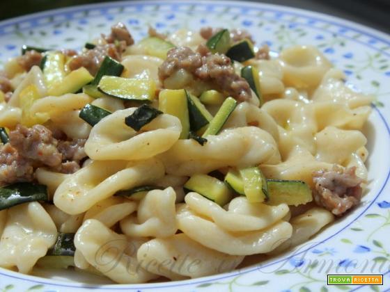 Orecchiette pugliesi salsiccia e zucchine!