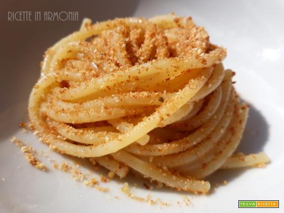 Spaghetti con bottarga di tonno e pangrattato