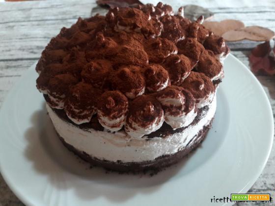 torta al cioccolato farcita con panna