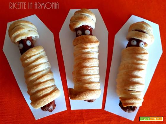Wurstel mummia di sfoglia per Halloween