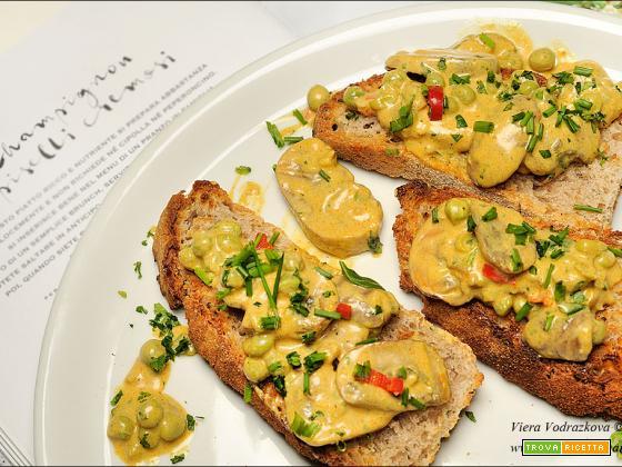 Champignon e piselli cremosi con pane tostato