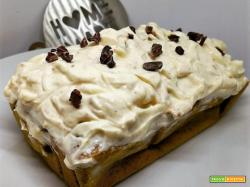 PUMPKIN PLUMCAKE WITH PEANUTS FROSTING
