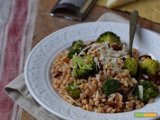 Farro con broccoli, pomodori secchi e pecorino romano