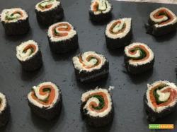 Finto sushi con pancarrè, salmone e rucola