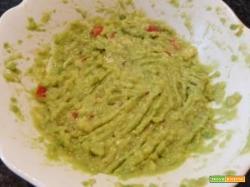 Salsa guacamole, ottima da gustare con nachos o come farcitura in panini