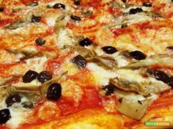Pizza di pasta sfoglia con carciofini e olive taggiasche