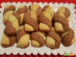 Biscotti bicolori ciobar - limone intrecciati