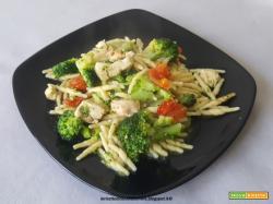 Trofie con broccolo, pollo e pomodorini