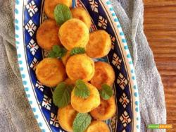 Primosale cheese balls with fresh mint