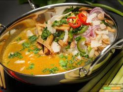 Salsa di curry Geng Gari con noodles glass