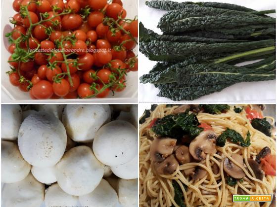 Spaghetti con cavolo nero e funghi champignon