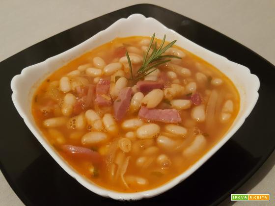 Zuppa di fagioli cannellini e  speck