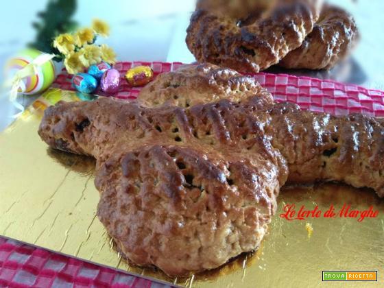 Colomba dolce pasquale ripiena di frutta secca