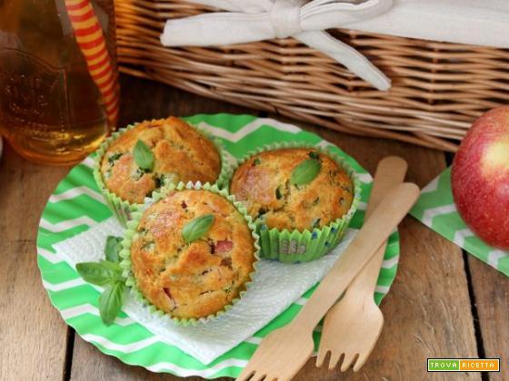 I gustosi muffins salati ai piselli, prosciutto e basilico