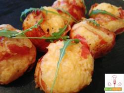 Polpette di patate avvolte nella pancetta coppata