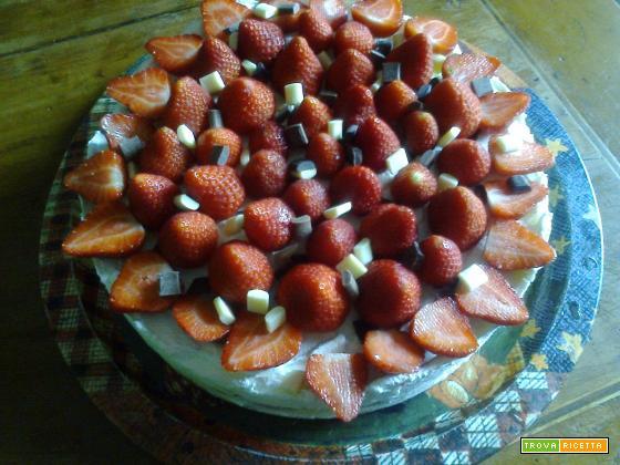 Tiramisù ai tre cioccolati con fragole