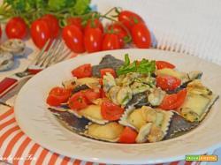 Ravioli di pesce con vongole e pomodorini