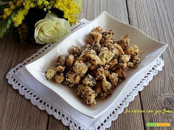 Stuzzichini di pasta sfoglia con semi misti