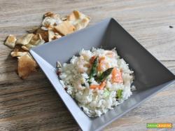 Insalata di riso asparagi, gamberetti e salmone