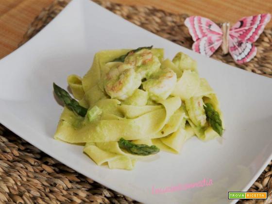 Pappardelle con asparagi e code di gamberi