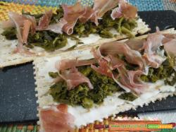 Crostini light cime di rapa e speck