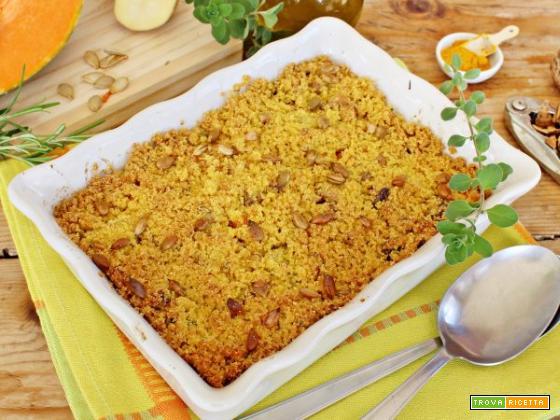 Crumble salato di zucca e patate con curcuma e noci