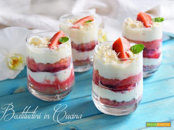 Tiramisù yogurt greco e fragole seguilestagioni
