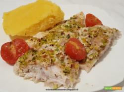 Filetto persico con granella di pistacchio cotto al forno e polenta